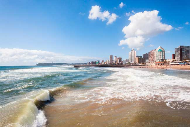 Durban is one of the main touristic attractions of South Africa given its warm and tropical climate, as well as its beautiful coast and beaches.
